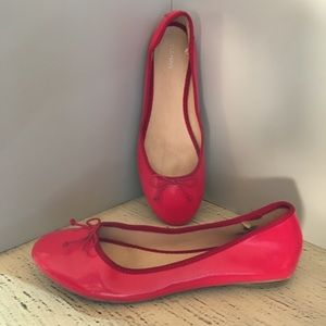 RED FLATS-GREAT FOR THE HOLIDAYS OR ANYTIME